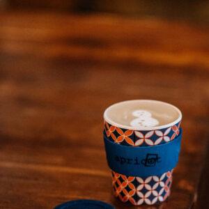 Snowman latte art at Apricot coffee